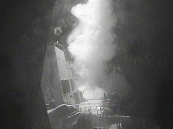 Image: USS Nitze launches strike against sites in Yemen