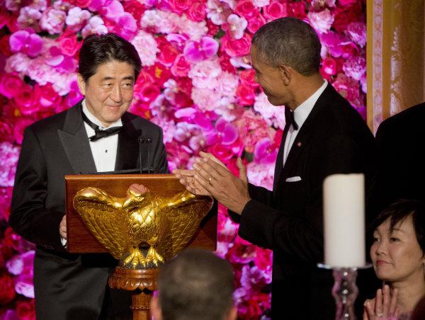 Image: Obama introduces Japanese Prime Minister Shinzo Abe