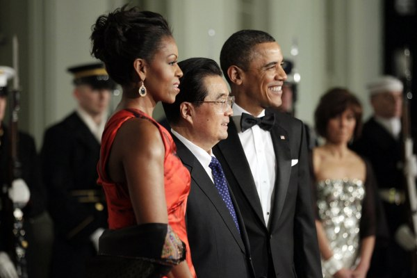 Image: Obama and first lady Michelle Obama welcome China's President Hu Jintao