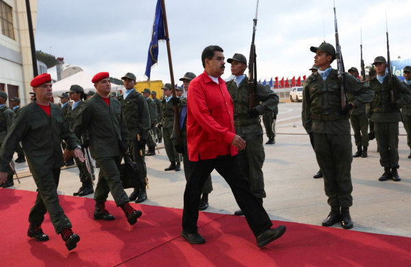 Venezuela's President Nicolas Maduro (C) receives military honors at Maiquetia airport, in Caracas, Venezuela October 20, 2016.