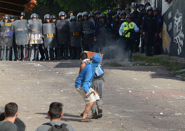 Image: Riot police agents confront students