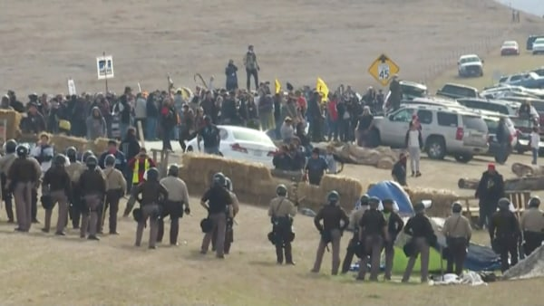 Image: Police confront people protesting against the construction of the Dakota Access oil pipeline