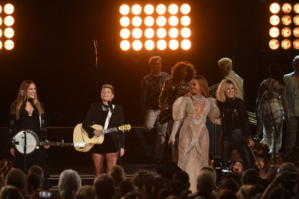 Image: The 50th Annual CMA Awards - Show