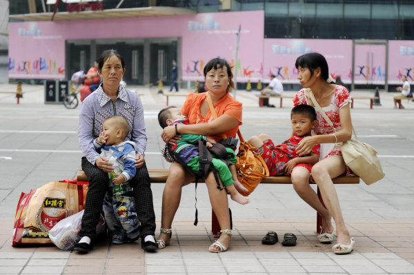 Image: Three women with their children in Beijing.