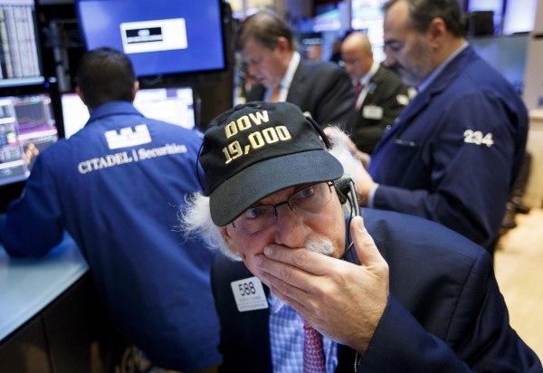 Image: DOW Passes 19,000 New York Stock Exchange