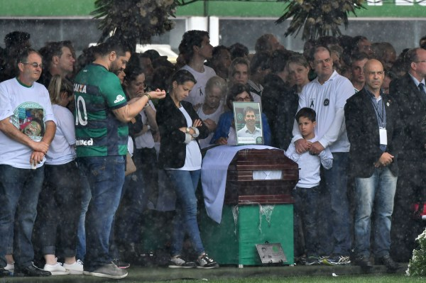 Image: FBL-BRAZIL-COLOMBIA-ACCIDENT-PLANE-FUNERAL