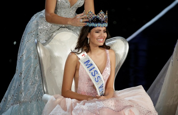Image: Miss Puerto Rico Stephanie Del Valle is crowned after winning the Miss World 2016 Competition in Oxen Hill, Maryland