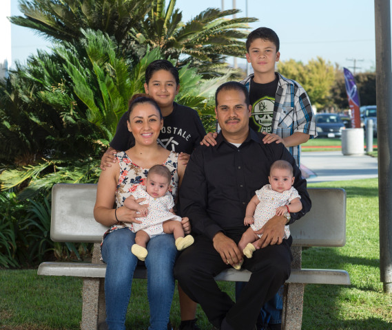 Maurice Gomez with his girlfriend, two twin daughters, and sons.