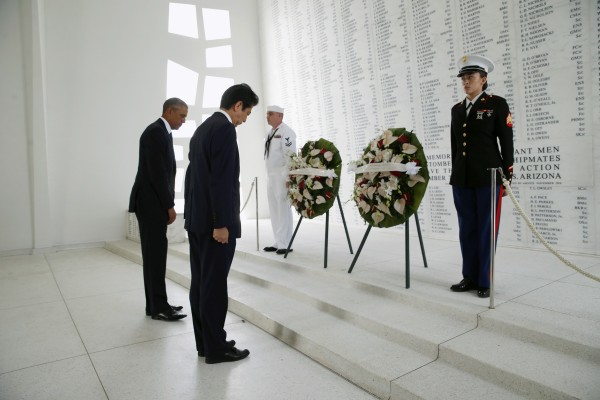 Image: Japanese Prime Minister Abe and U.S. President Obama participate in a wreath-laying ceremony aboard USS Arizona Memorial at Pearl Harbor