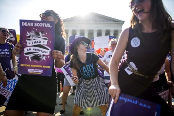 Image: Pro-choice advocates gather outside the Supreme Court
