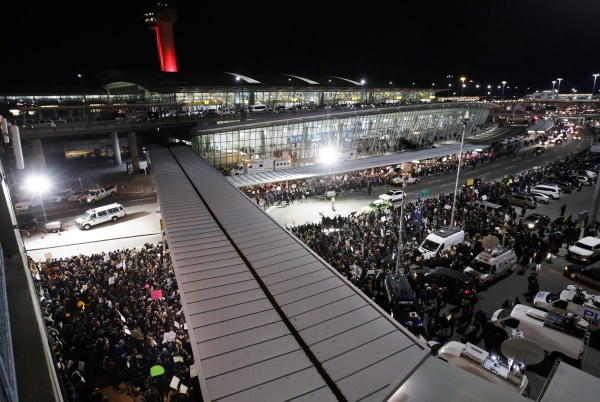Image: Protest at New York's JFK International Airport against President Trump's immigration ban