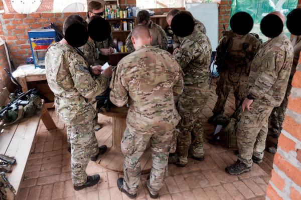 Image: Green Berets conduct a pre-flight briefing before carrying out a patrol in the Central African Republic