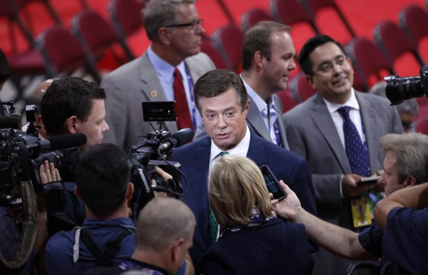 Image: Manafort is surrounded by reporters on the floor of the Republican National Convention