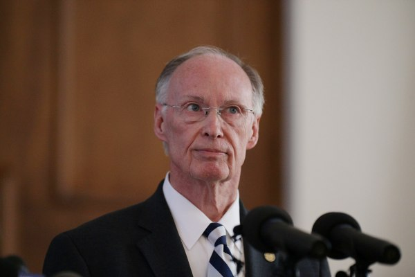 Image: Alabama Governor Robert Bentley announces his resignation amid impeachment proceedings on accusations stemming from his relationship with a former aide in Montgomery