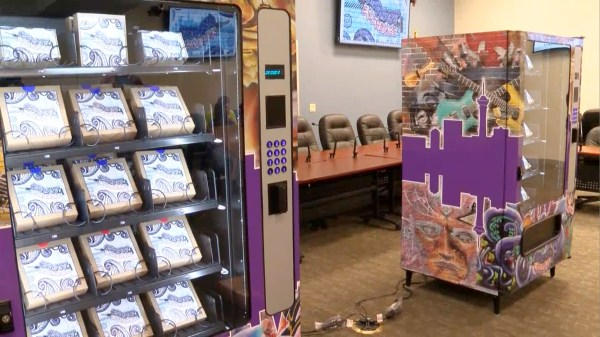 Image: Nevada rolls out the nation's first vending machines that provide clean needles for IV drug users
