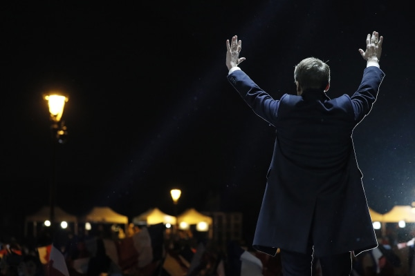 Image: Macron addresses crowds in Paris after his victory