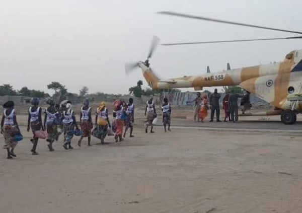 Image: 82 Nigerian Chibok, school girls released