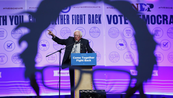 Image: Sanders speaks at a rally for Omaha Democratic mayoral candidate Heath Mello