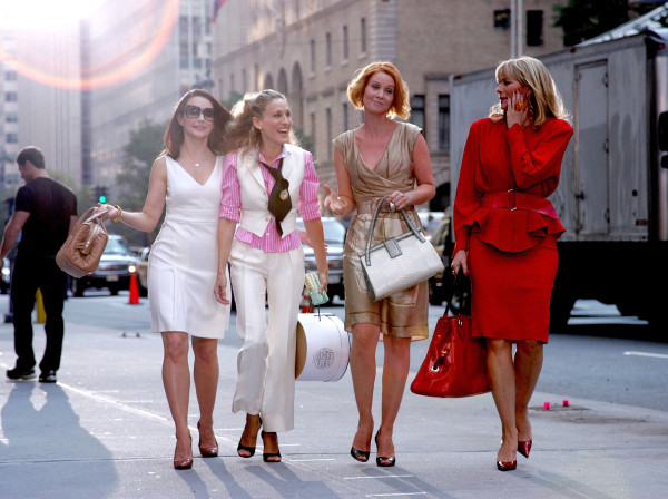 "Image: Kristin Davis, Sarah Jessica Parker, Cynthia Nixon and Kim Cattrall on Location for ""Sex and the City: The Movie"" - September 21, 2007"