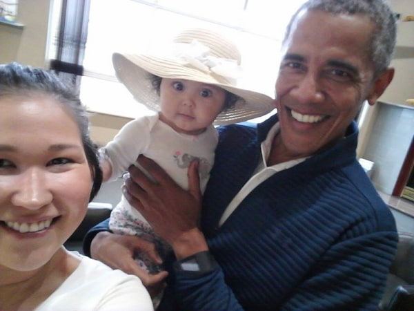 Image: Jolene Jackinsky, left, takes a selfie with her daughter Giselle and former U.S. President Barack Obama at Anchorage International Airport in Alaska.