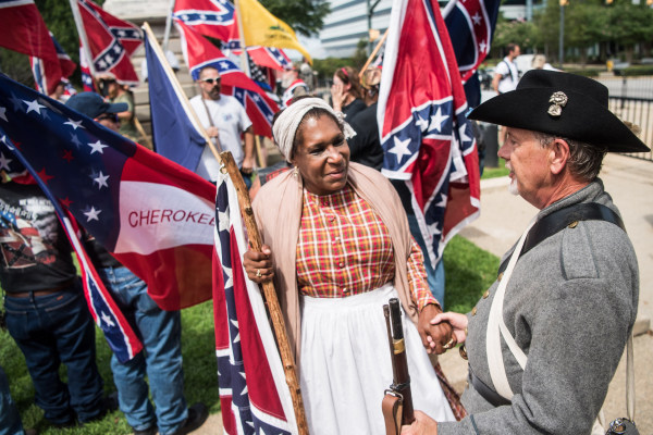 Image: Arlene Barnum talks with a Confederate flag supporter at the South Carolina Statehouse