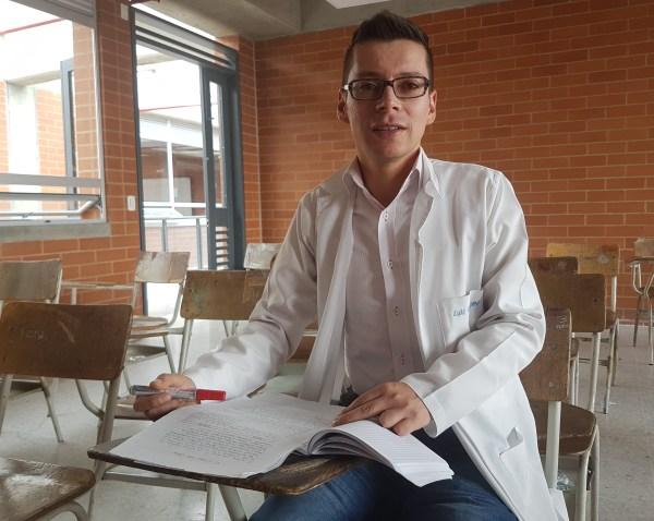 Image: Mr. Bermúdez at desk