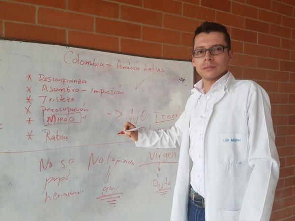 Image: Luis Miguel Bermúdez at white board