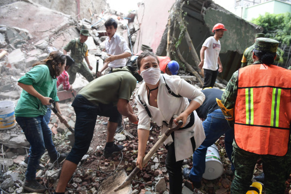Image: Rescuers remove rubble and debris as they search for survivors in Mexico City