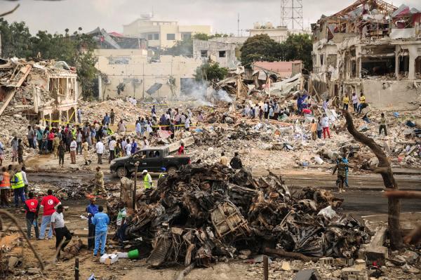 Image: Bomb blast in Mogadishu