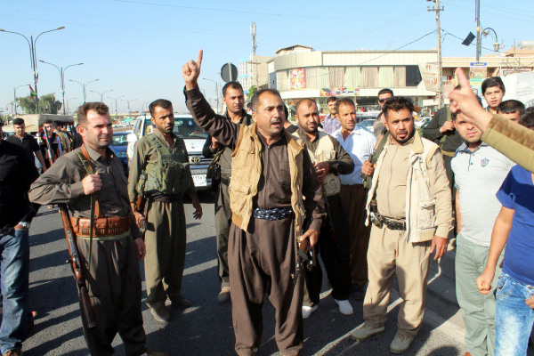 Image: Kurdish gunmen in Kirkuk