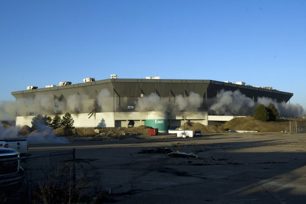 Image: Attempted implosion of Pontiac Silverdome