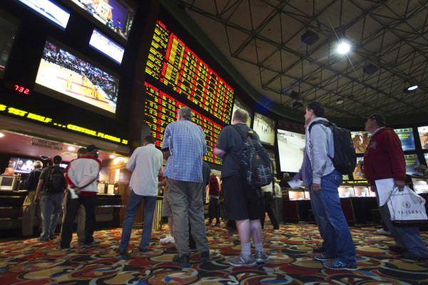 Image: People wait in line to place bets after Super Bowl XLVIII in Las Vegas