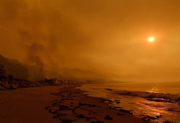 Image: TOPSHOT-US-WEATHER-FIRES-CALIFORNIA