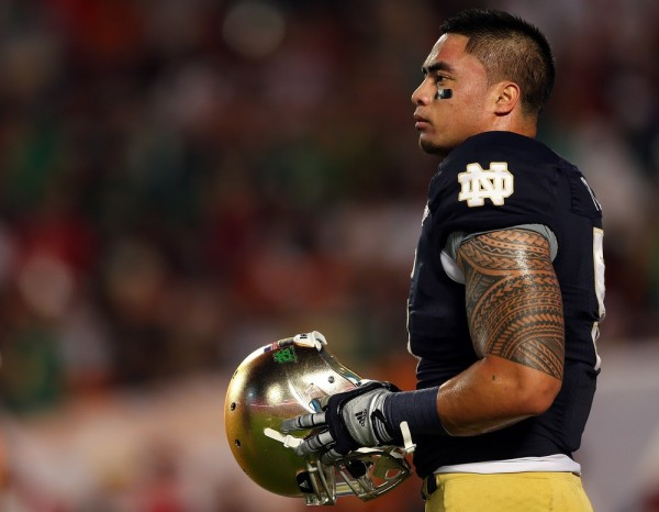 MIAMI GARDENS, FL - JANUARY 07:  Manti Te'o #5 of the Notre Dame Fighting Irish warms up prior to playing against the Alabama Crimson Tide in the 2013...