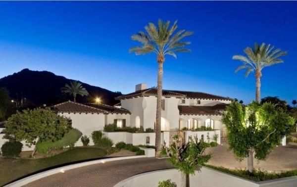 Wayne Gretzky has listed his Scottsdale, Ariz. residence for $3.395 million.