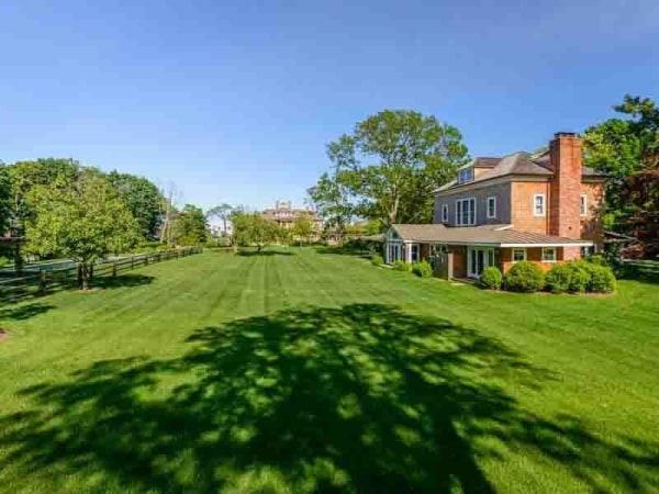 Richard Gere estate lawn