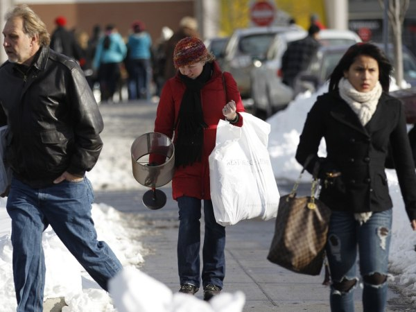 Experts say low temperatures over the Thanksgiving weekend could give retailers a boost headed into the shortened holiday shopping season.