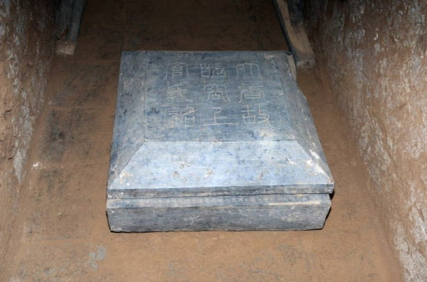 Image: Tomb marker