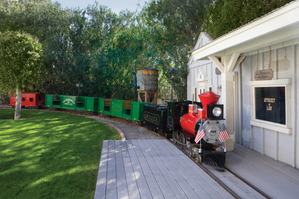 This Phoenix property features a 15-passenger train that runs around the entire grounds.