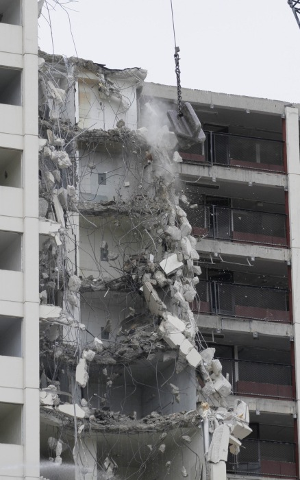 Image: Chicago's Cabrini-Green housing complex is demolished
