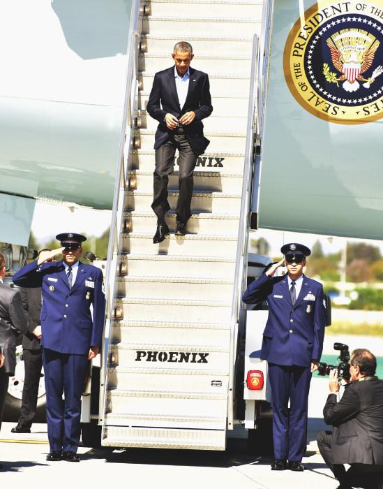 Image: President Barack Obama arrives in Los Angeles