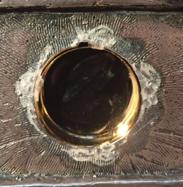 Image: Picture of the glass with a hole smashed by the thieves