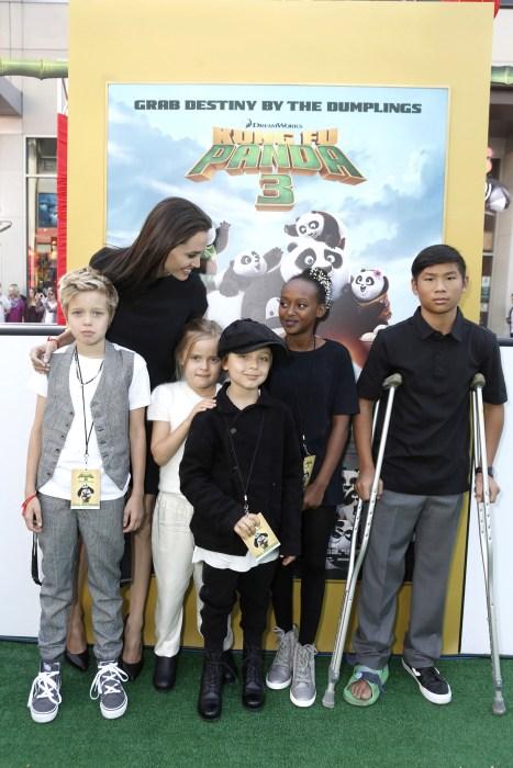 Image: Shiloh Nouvel Jolie-Pitt, Angelina Jolie, Vivienne Marcheline Jolie-Pitt, Knox Leon Jolie-Pitt, Zahara Marley Jolie-Pitt, Pax Thien Jolie-Pitt