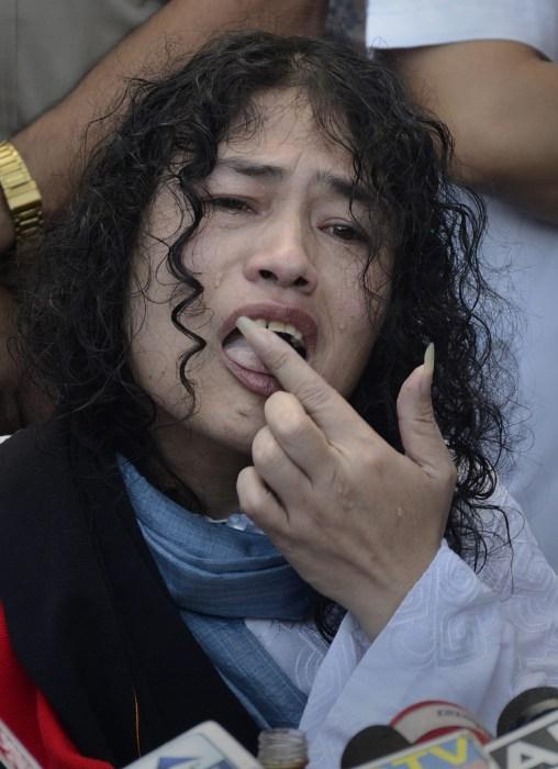 Image: Irom Chanu Sharmila breaks her 16 year-old fast by tasting honey.