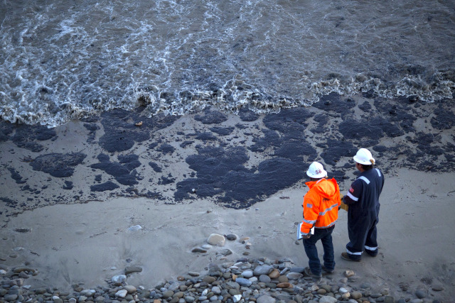Image: Ruptured Pipeline Spills Oil Along Santa Barbara Coast