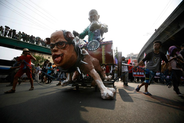 Image: Activists drag effigy of the Philippine's President Aquino and U.S. President Obama as they march along a main road towards the presidential palace in Manila