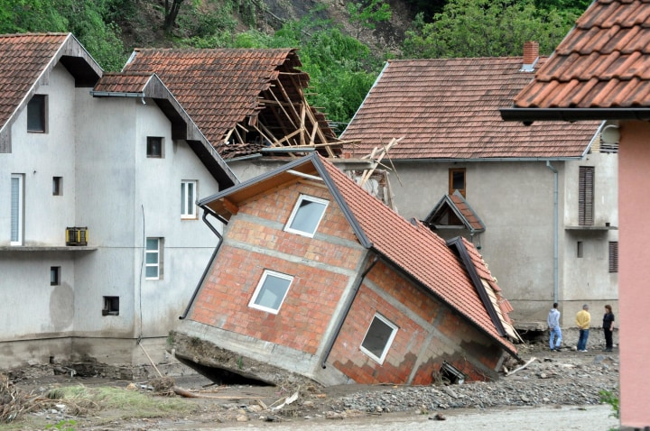 FOTO TË MUAJIT MAJ - Faqe 2 140519-flood-serbia-530a_7b1a4d6f2385f12f5e1318d88113c9e0.nbcnews-ux-720-480