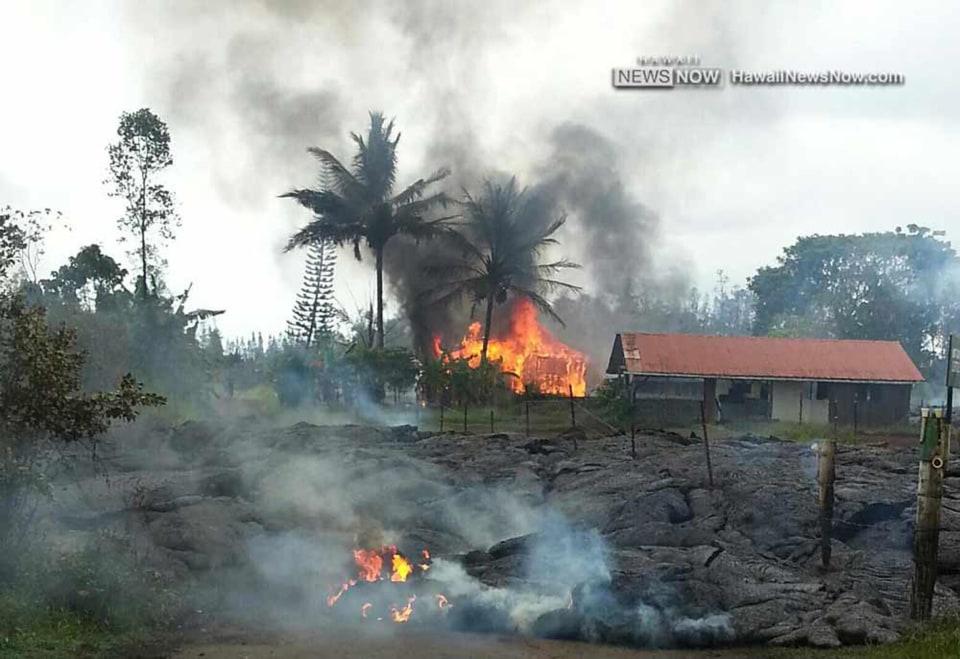 141110-hawaii-lava-claims-first-house-jm