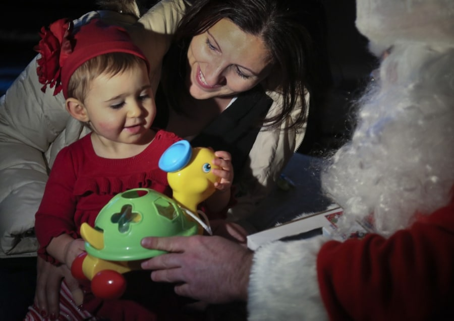 'Sandy Claus' delivers toys to storm-stricken kids
