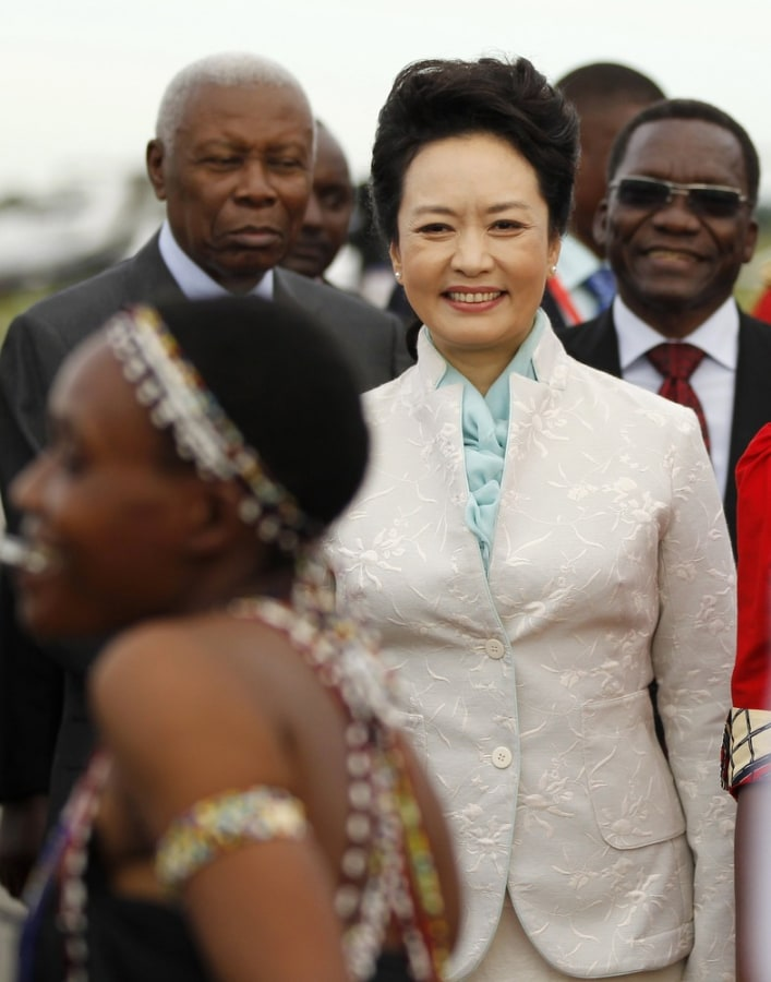 A diplomatic star is born as Chinese first lady dazzles on first foreign tour